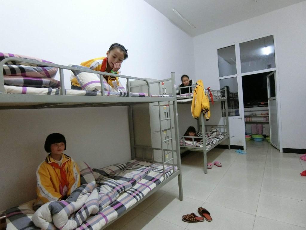 """孩子們都乖乖待在床上等待每晚的""""新一千零一夜""""睡前故事(相片由受訪者提供)"""