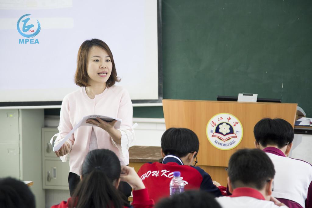 作為一位老師,呂綺穎很高興看來回歸這些年來澳門的發展,年輕人多了很多機會,只要有上進心,幾乎沒有同學因為經濟因素而無法上大學。LOGO