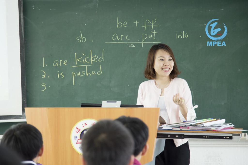 呂綺穎在濠教中學任英文老師LOGO