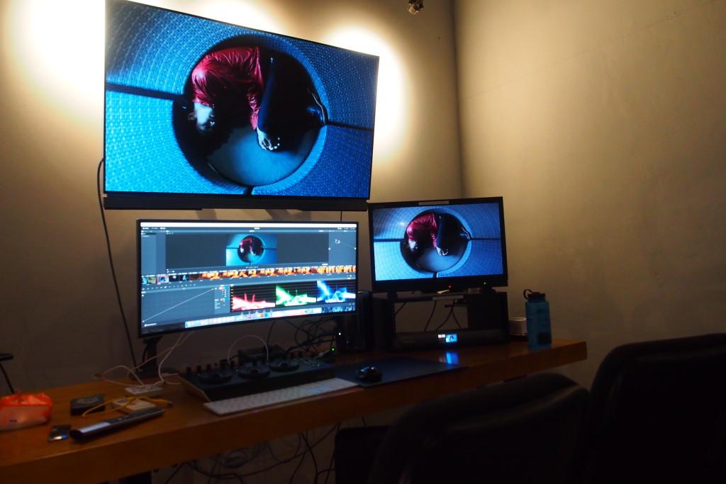 剪接室與其他設備連通,方便進行改動。(相片由受訪者提供)