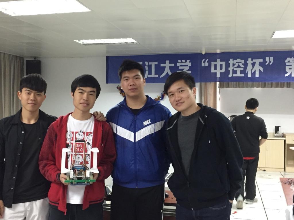 003參加浙江大學中控杯機械人比賽