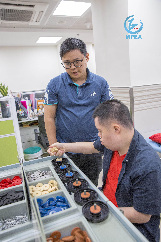 透過評估測試,可知道學員與人協作及認知程度,從而分配不同的工作。