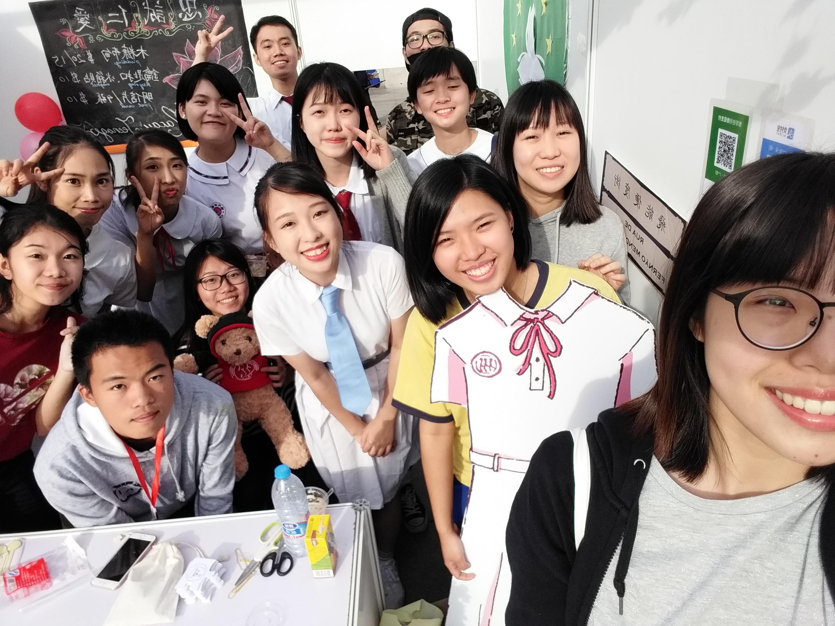 002_2017-2018學年人大國際文化日澳門攤位合照(相片由受訪者提供)