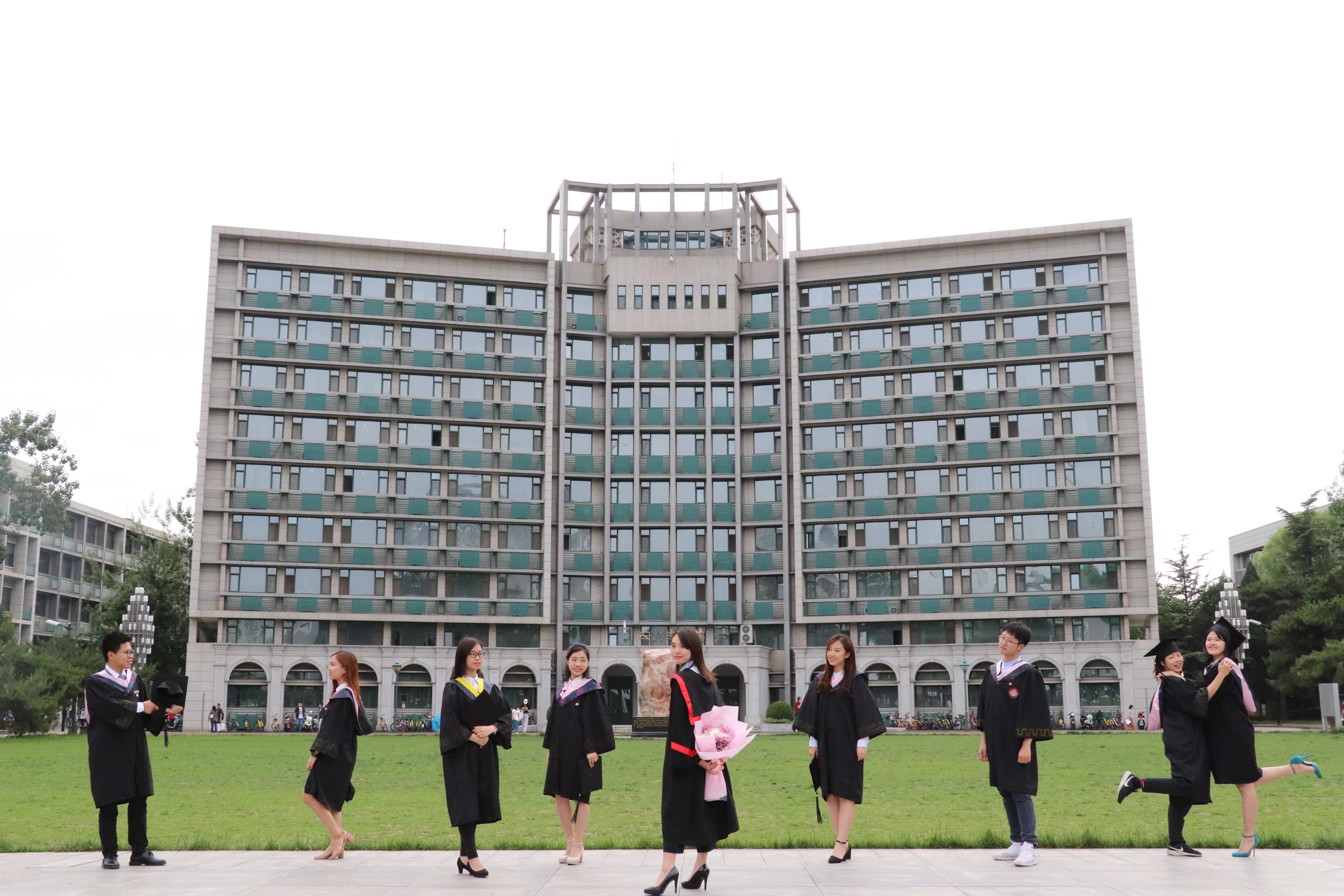 007_14級師兄師姐的畢業照(相片由受訪者提供)