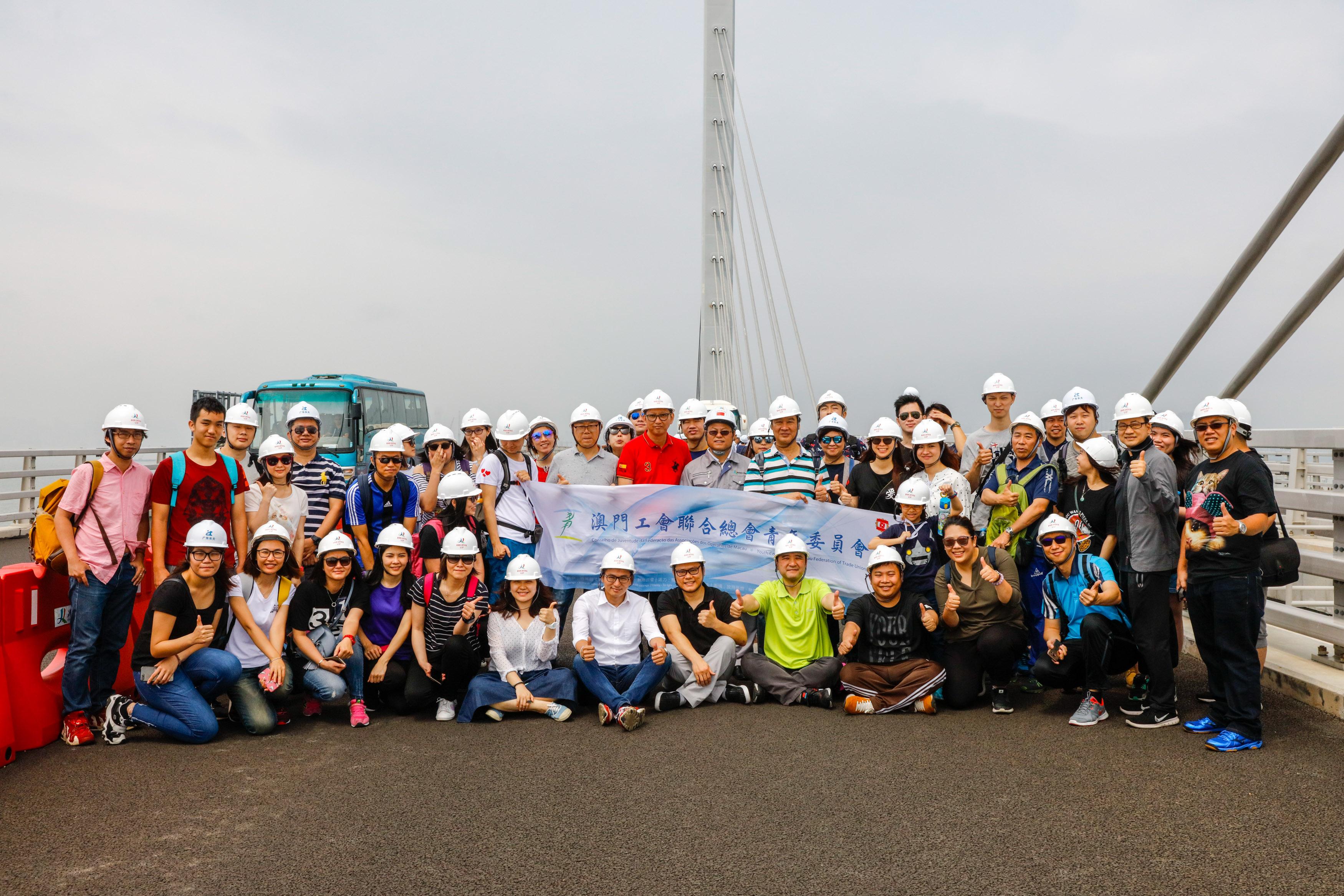 A07-2017年工聯青委考察在建中的港珠澳大橋