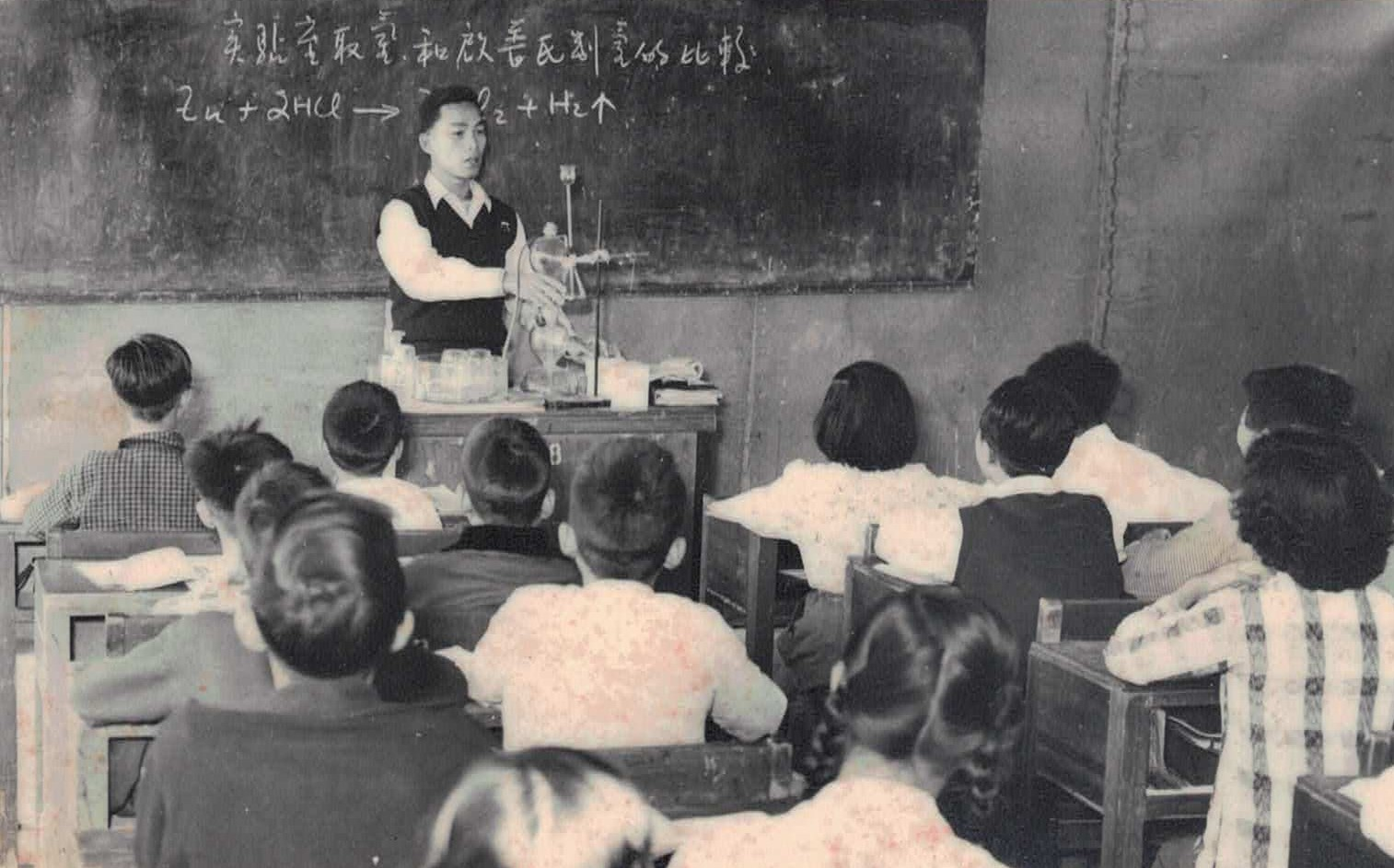 A03-1956年任教上化學科_首次帶教具上課