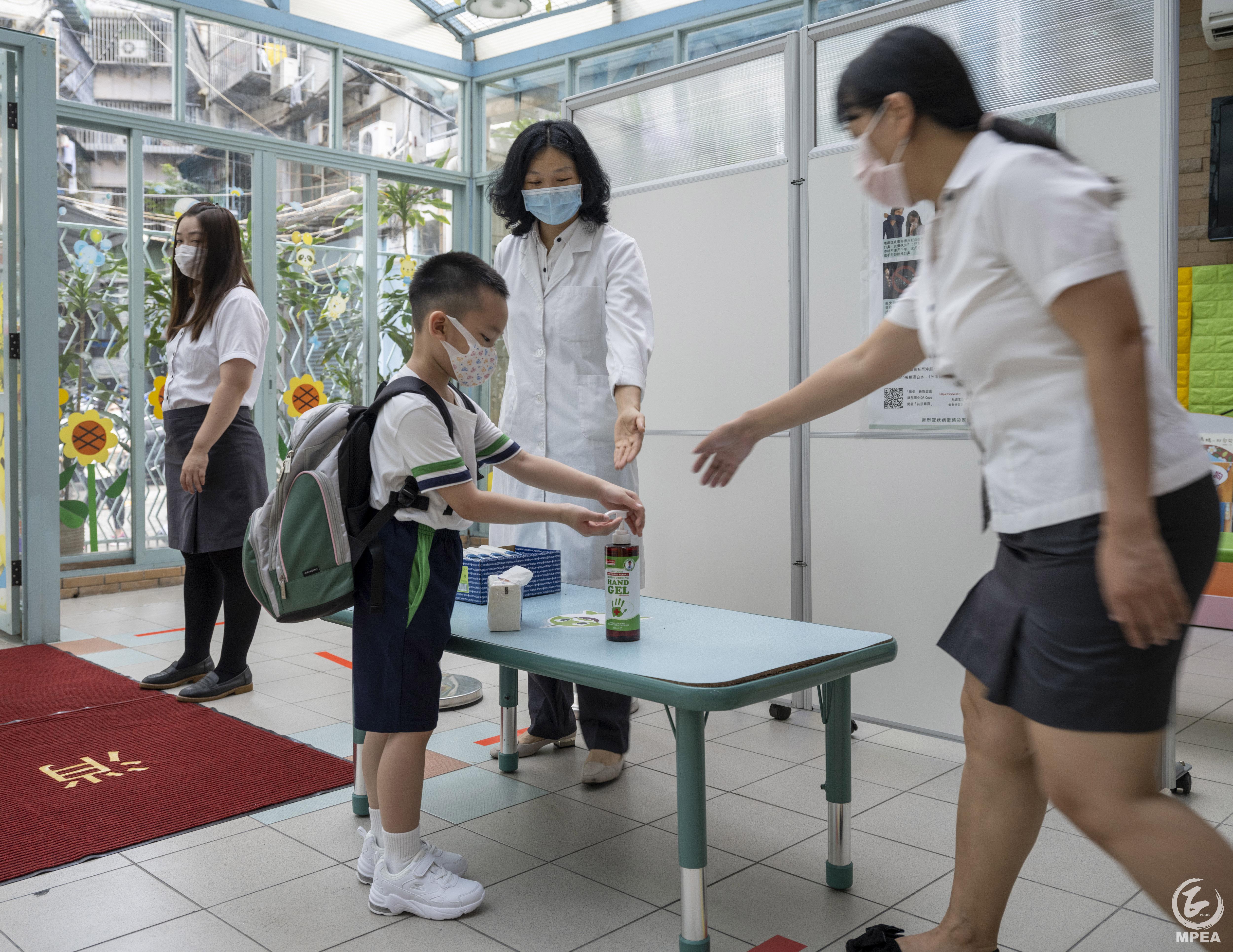 今日兒童節,亦是小一至小三學生復課的日子。logo